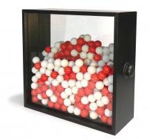 Ennio CHIGGIO, Bispazio instabile, 1962, 50X50X15cm, sfere di celluloide bianche e rosse, vetri, contenitore di legno, Collezione privata