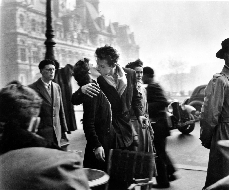 Robert Doisneau, Il Bacio dell'Hotel de Ville, 1950_copyright © atelier Robert Doisneau