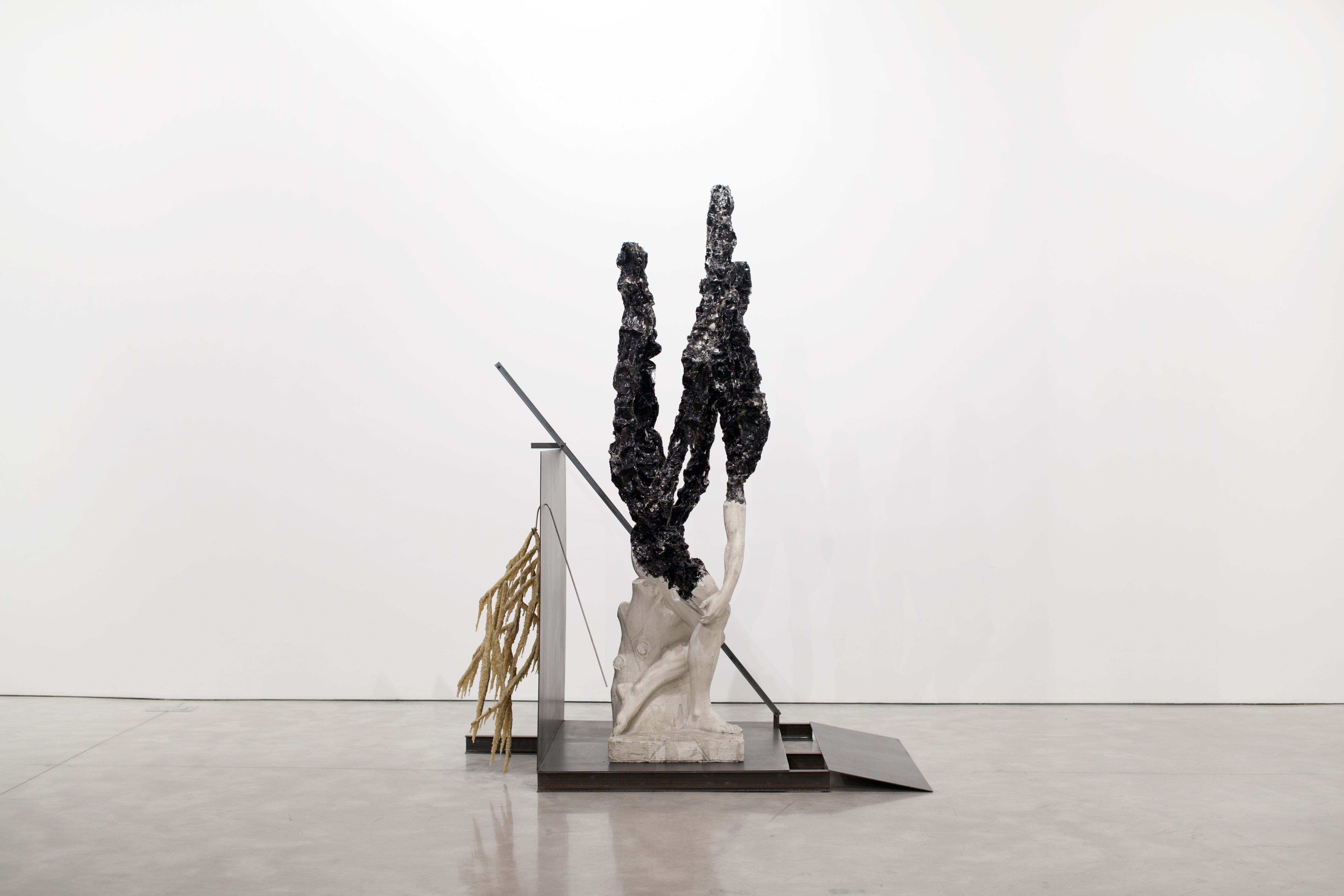 Nick van Woert Return to Nature, 2011  statua in fibra di vetro, poliuretano, patatine di polistirolo, acciaio, adesivo in poliuretano  237,5 x 123,8 x 186,7 cm Rosenblum collection, Parigi