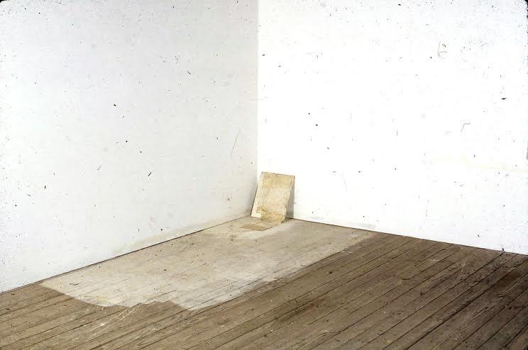 (Lawrence Carroll, Untitled, 1990,olio, cera e tela su legno, 91,5 x 147,3 x 30,5 cm, Collezione dell'artista, Photo credit: Carroll Studio),