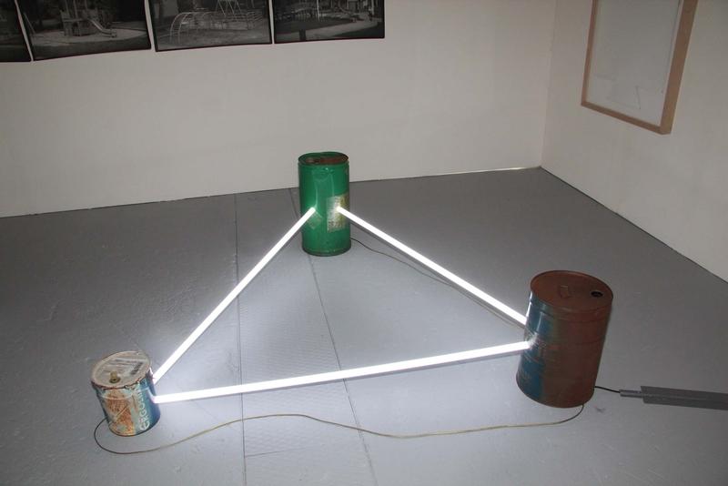 Sergio Limonta, Senza titolo, 2015; Neon, metallo e impianto elettrico, 190 x 190 x 60 cm ca.; Galleria AMT Projects, Bratislava