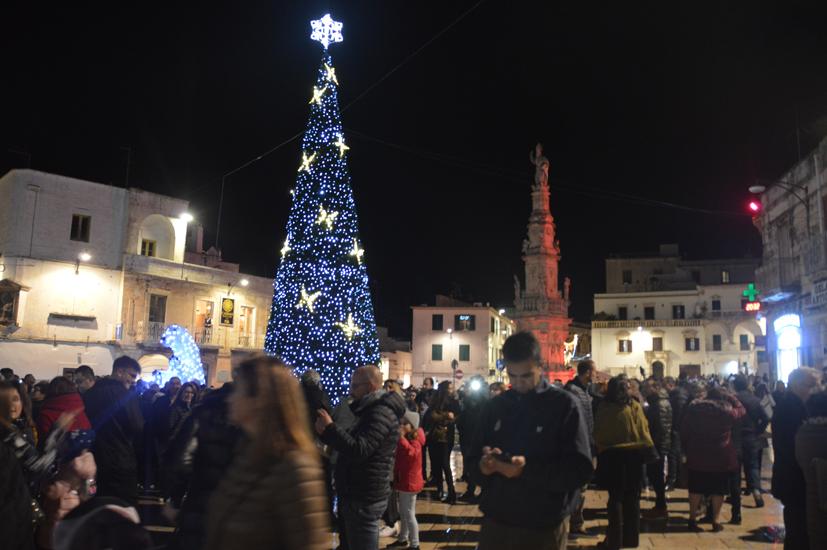wostuni-luminosoNatale-piazza